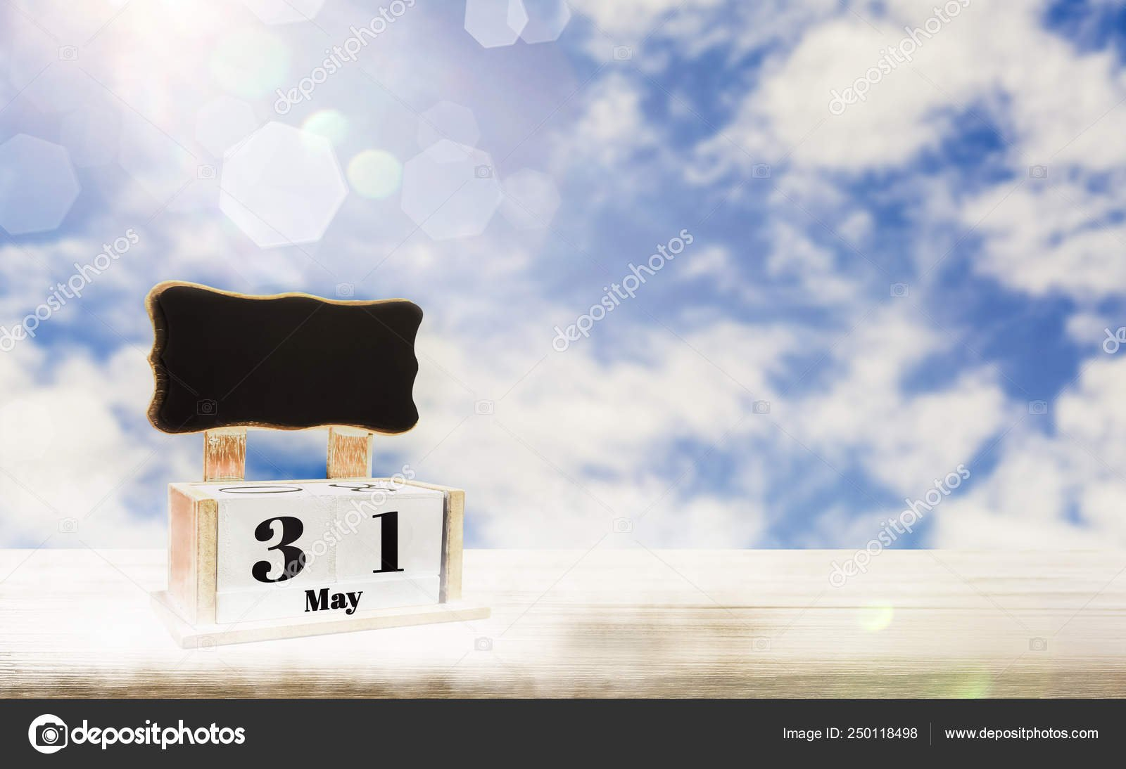 Calendar Box With Blackboard For Entering Text,may 31 Days Image Box Of 31 Days