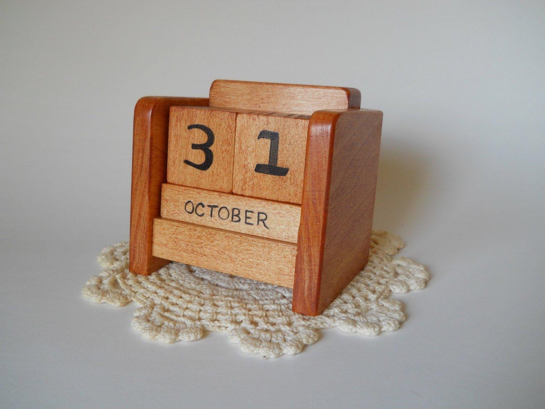 Chandeliers & Pendant Lights Wooden 3 Month Calendar Frame
